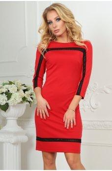 Приталене червоне плаття з оригінальним мереживом