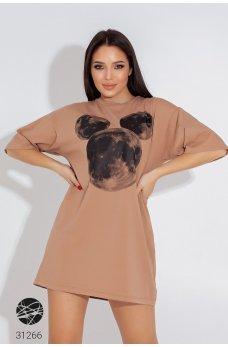 Бежевое универсальное платье-футболка с принтом