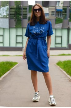 Женственное платье цвета электрик