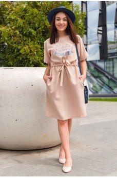 Бежевое очаровательное платье