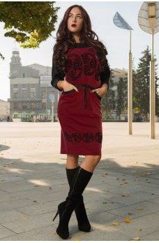 Бордовое приталеное платье с накаткой