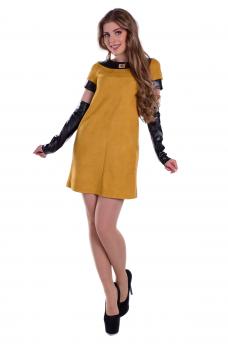 Гірчичне замшеве плаття зі шкіряними рукавами
