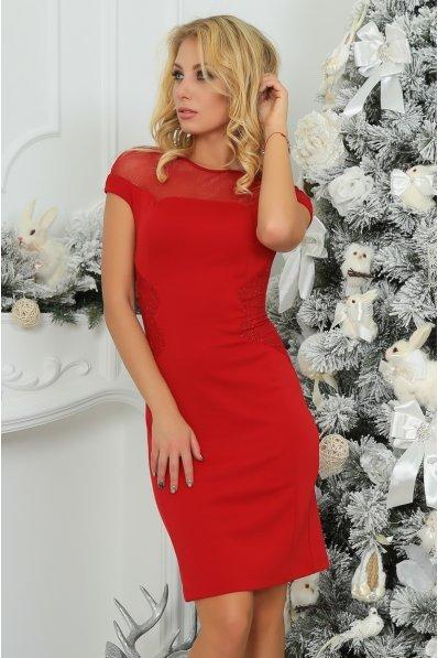 Грациозное маленькое красное платье