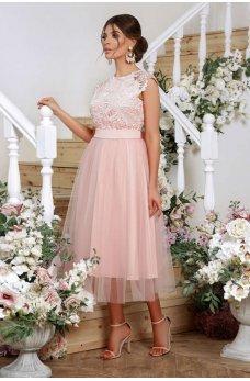 Персиковое нарядное платье с гипюром