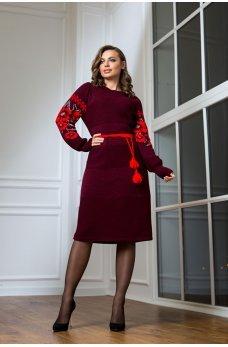Вязаное бордовое платье в национальном стиле с вышивкой