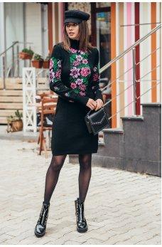 Вязаное платье вышиванка короткое с розовыми цветами
