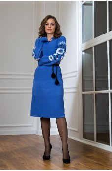 Голубое платье в национальном стиле с вышивкой