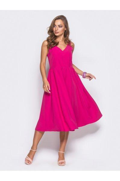 Яркое летнее платье малинового цвета
