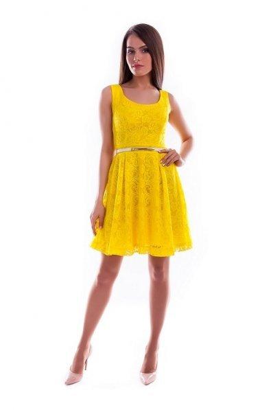 Желтое кружевное платье без рукавов