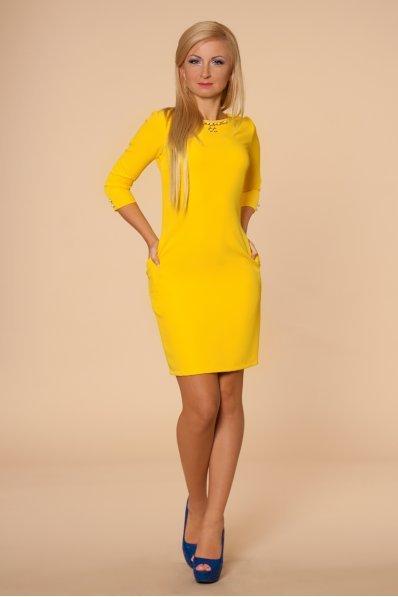 Желтое платье с жемчужинами