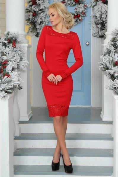 Нарядное красное платье с гипюровой спинкой