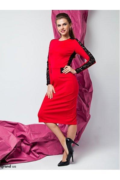 Нарядное красное платье с гипюром