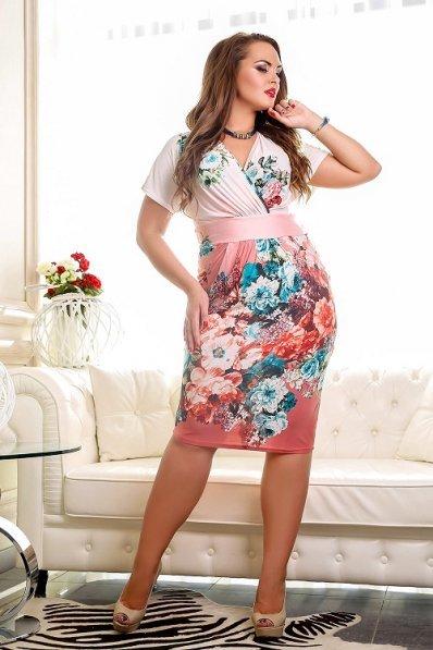 Кремовое платье с цветами