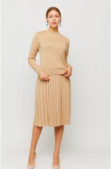 Бежевый костюм: свитер плюс юбка из теплого вязанного трикотажа