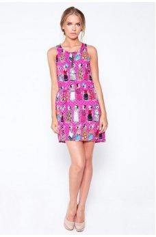 Малиновое платье с веселым принтом