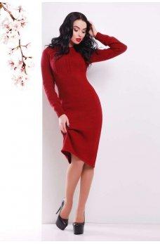 Бордовое вязаное платье приталеного силуэта