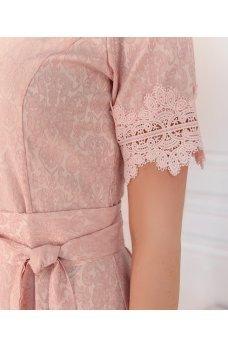Женственное пудровое платье plus size
