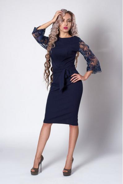 Нарядное платье-футляр темно-синего цвета