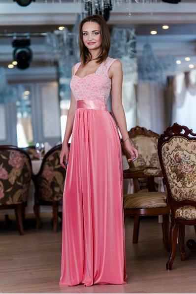 Вечернее розовое платье с гипюром