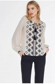 Бежевая нарядная блуза с этническим принтом