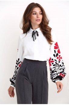 Молочная нарядная блуза с украинским орнаментом