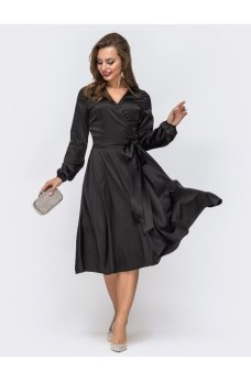Черное платье с лифом на запах из искусственного струящегося шёлка