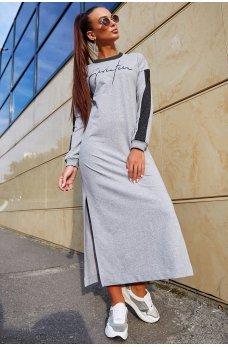 Длинное светло-серое платье спортивного стиля