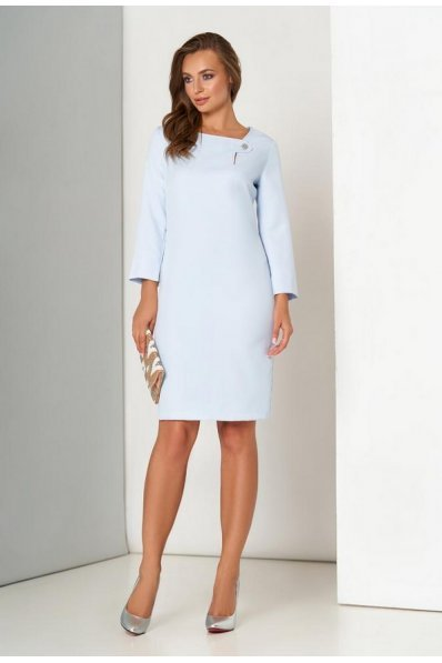 Лаконичное платье небесного цвета
