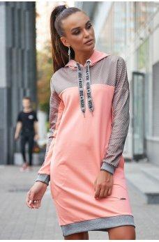 Персиковое платье в спортивном стиле