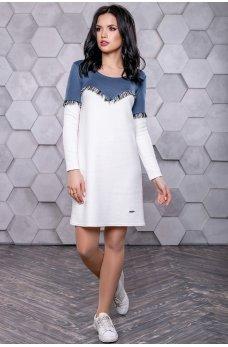 Бело-синее платье под кроссовки