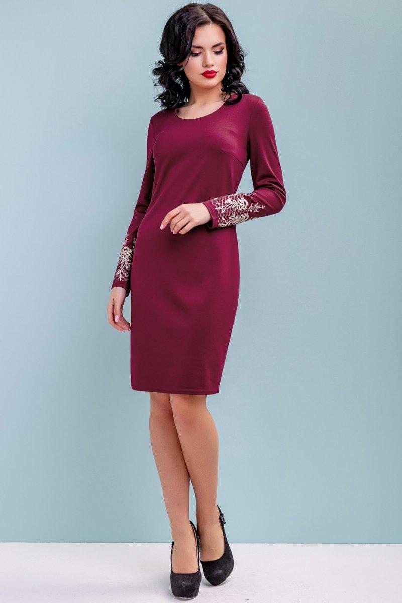 e26eb5951e3 Бордовое трикотажное платье с вышивкой