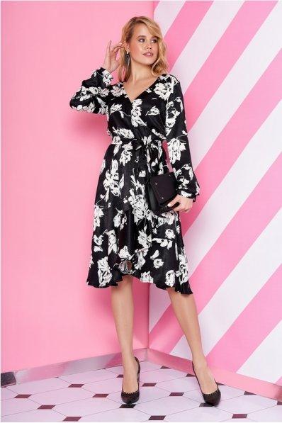 Черное платье из шелка с белым цветочным принтом