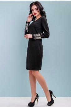 Черное трикотажное платье с вышивкой