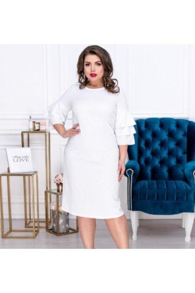 Эффектное люрексовое платье белого цвета для пышных форм