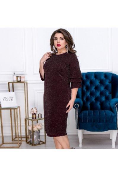 Эффектное люрексовое платье бордового цвета для пышных форм