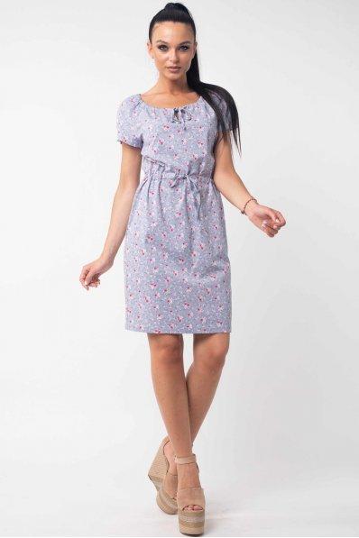 Легкое летнее платье с цветочным принтом серого цвета