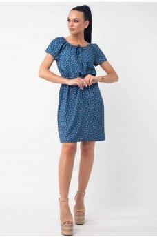 Легкое летнее платье с цветочным принтом синего цвета