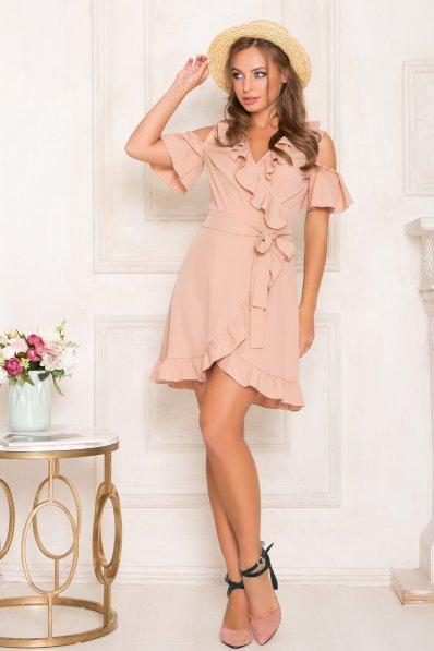 Нежное летнее платье бежевого цвета с воланами