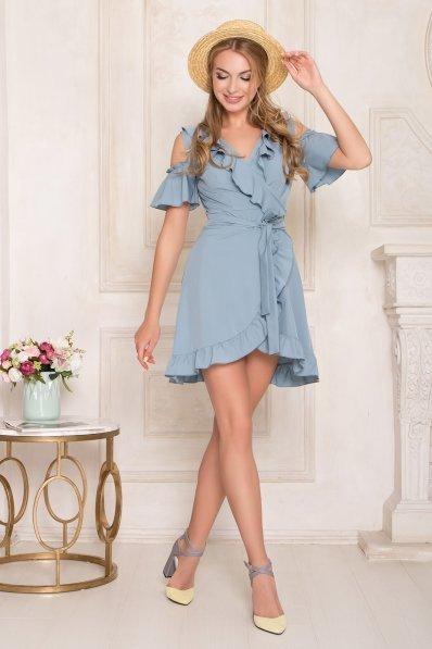Нежное летнее платье голубого цвета с воланами