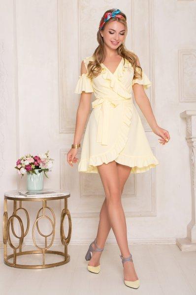 Нежное летнее платье желтого цвета с воланами