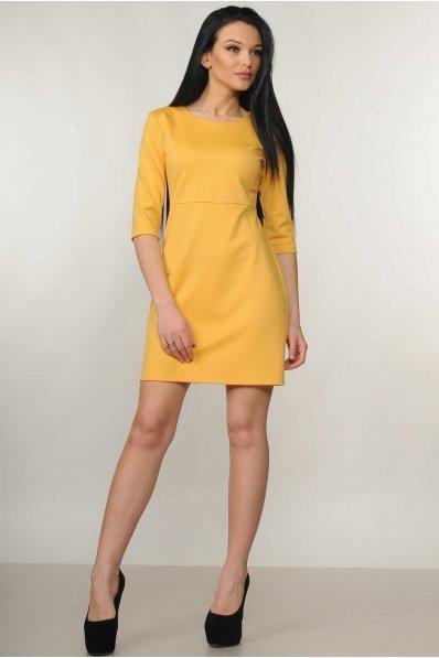 Оригинальное желтое платье с треугольным вырезом