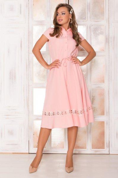 Персиковое платье миди с кружевом по юбке