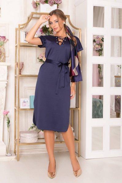 Платье из атласа синего цвета прямого покроя