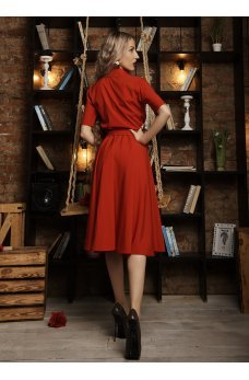 Платье миди красного цвета с пуговичками на груди
