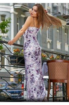 Полуприталенное длинное платье с воротником-хомутом