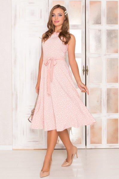 Розовое платье-миди с поясом