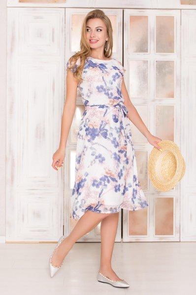 Светлое шифоновое платье с цветочным принтом