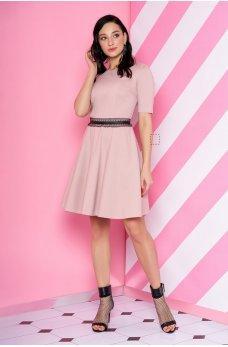 Трикотажное платье пудрового цвета