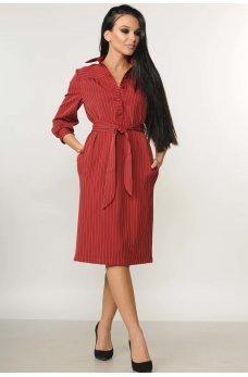 Вишневое полосатое платье длиной миди с поясом