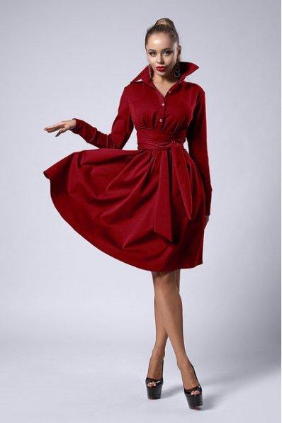 Пышное платье цвета марсала с поясом